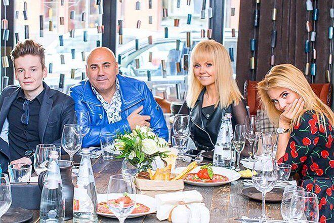 Арсений Шульгин с семьей
