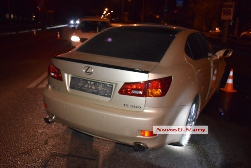 По версии полиции, Lexus выехал на встречную полосу