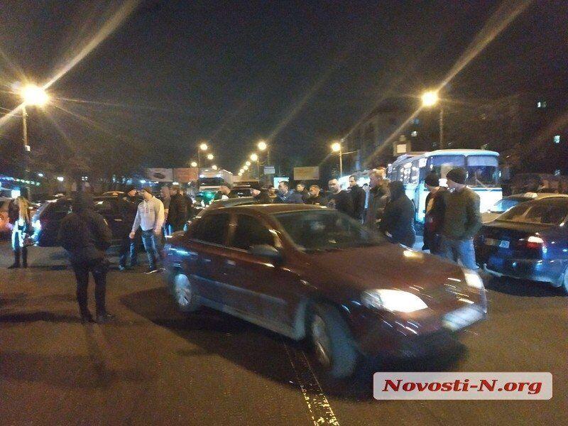 Протестующие перекрыли дорогу