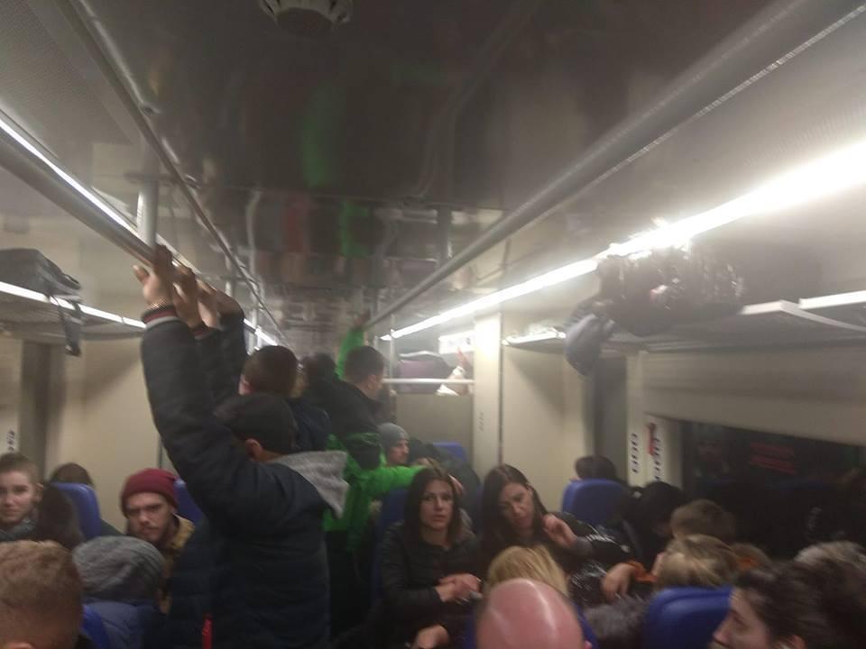 30 января Экспресс из Борисполя на ж/д вокзал останавливался два раза из-за поломок, в вагоне пахло дымом. Вместо 35 минут он ехал два часа