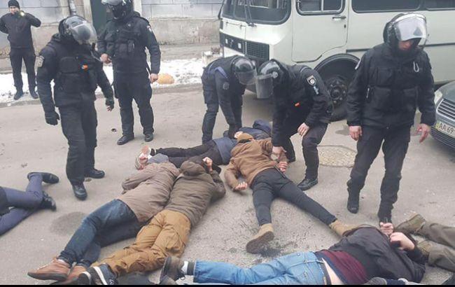 У задержанных в Киеве радикалов обнаружили пистолет, ножи и газовые баллончики