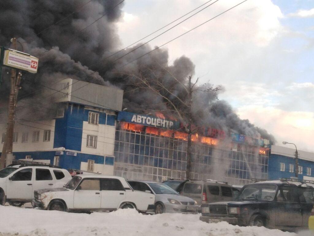 В Уфе вспыхнул масштабный пожар: первые фото и видео