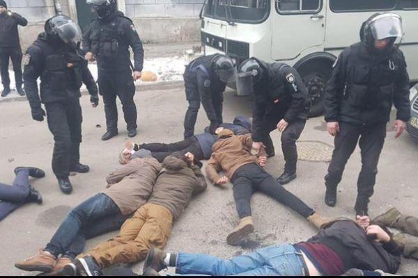Столкновение полиции с активистами
