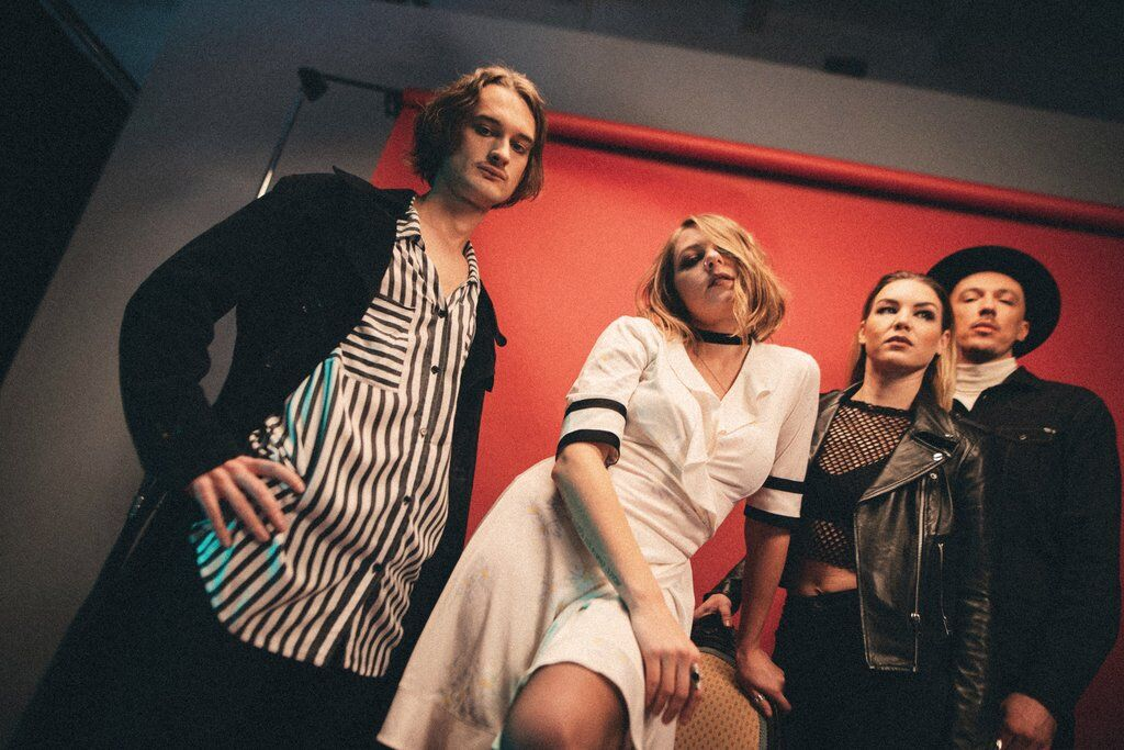Цыгане и черная вуаль: претенденты на Евровидение от Украины представили новый клип photo