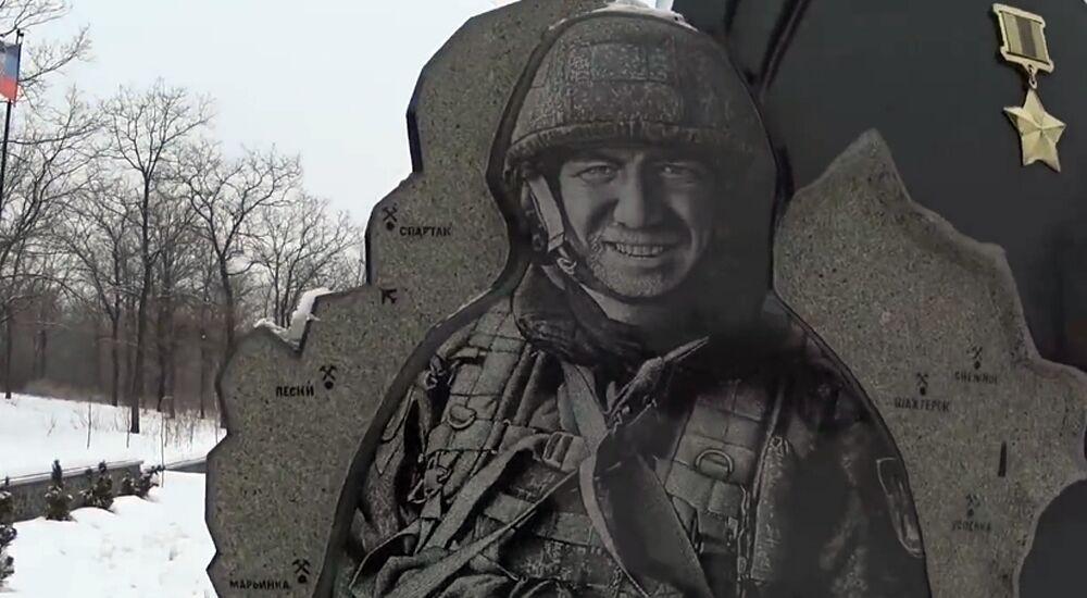 """Захарченко, """"Гиви"""" и """"Моторола"""": в сети показали могилы """"героев ДНР"""""""