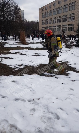 """""""Виходи були закриті!"""" У Києві загорівся університет"""