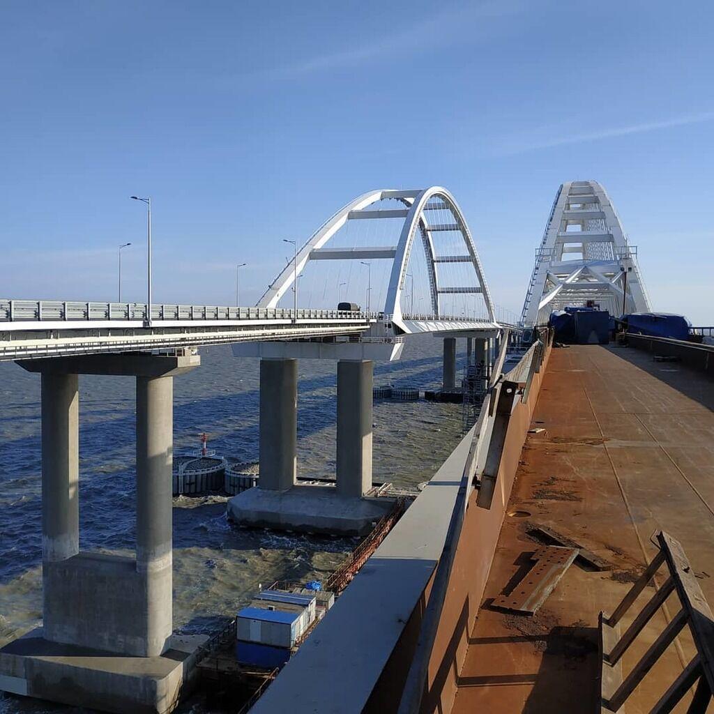 Пока стоит: в сеть попали свежие фото опасного Крымского моста