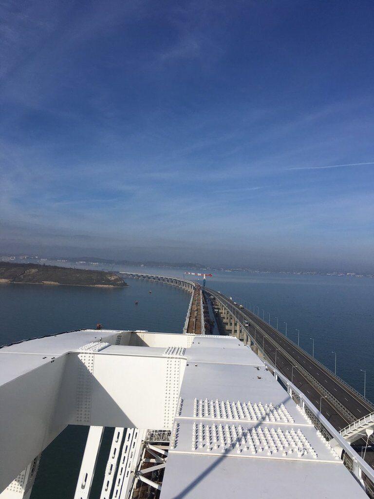 Поки стоїть: показали свіжі фото небезпечного Кримського моста