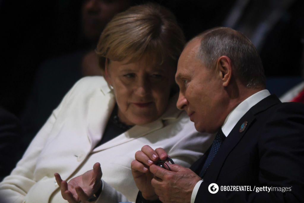 Меркель и Путин вонзили нож в спину Украины
