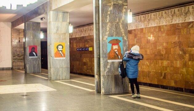 В метро Киева вандал испортил портреты Тараса Шевченко