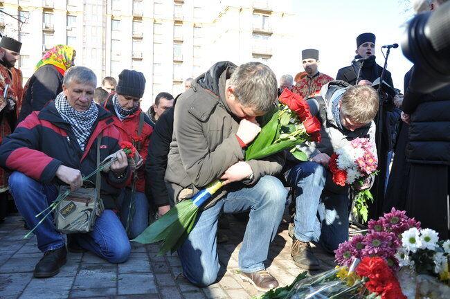 ''5 лет не заживает рана'': в Киеве со слезами вспоминали Небесную Cотню