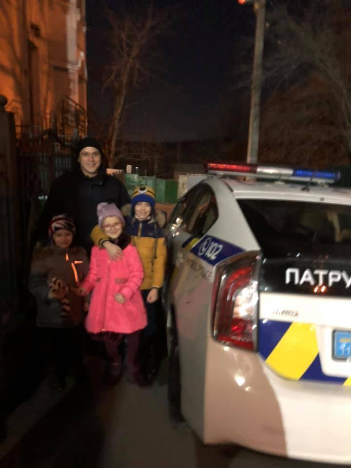 Таранив 10 хвилин: відома телеведуча з дітьми потрапила в серйозну ДТП у Києві