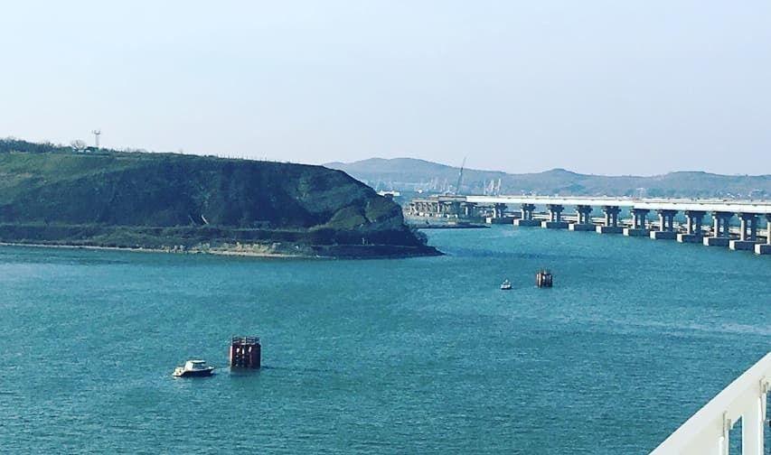 ''Калитка и забор'': в сети высмеяли Крымский мост