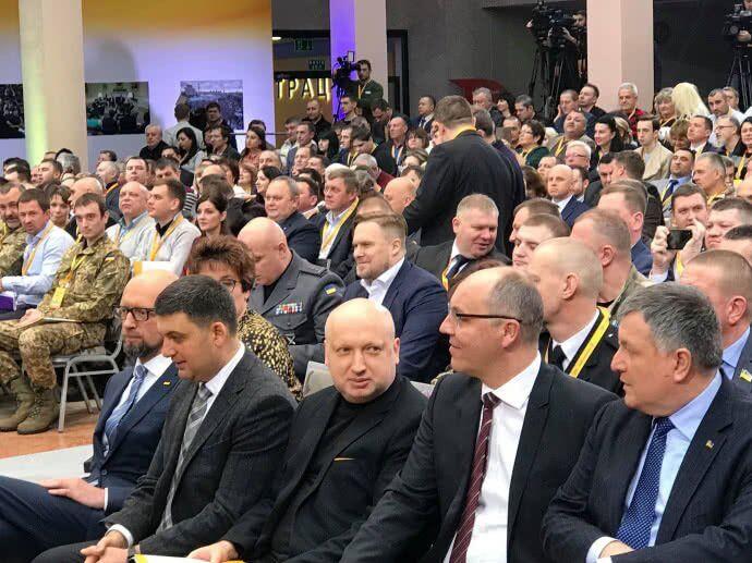 Яценюк визначився з участю у виборах