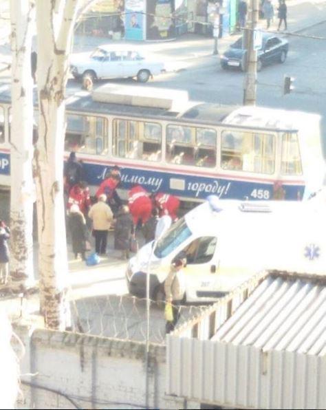 В Запорожье трамвай сбил женщину