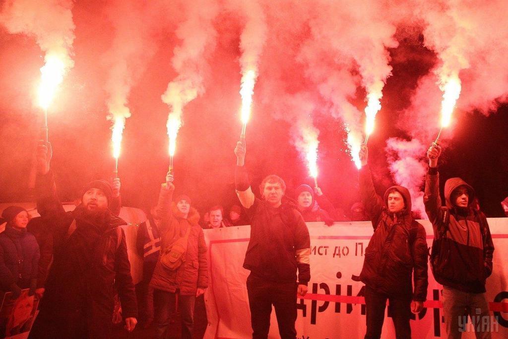 Адвокаты Мангера сорвали суд: активисты устроили пикет