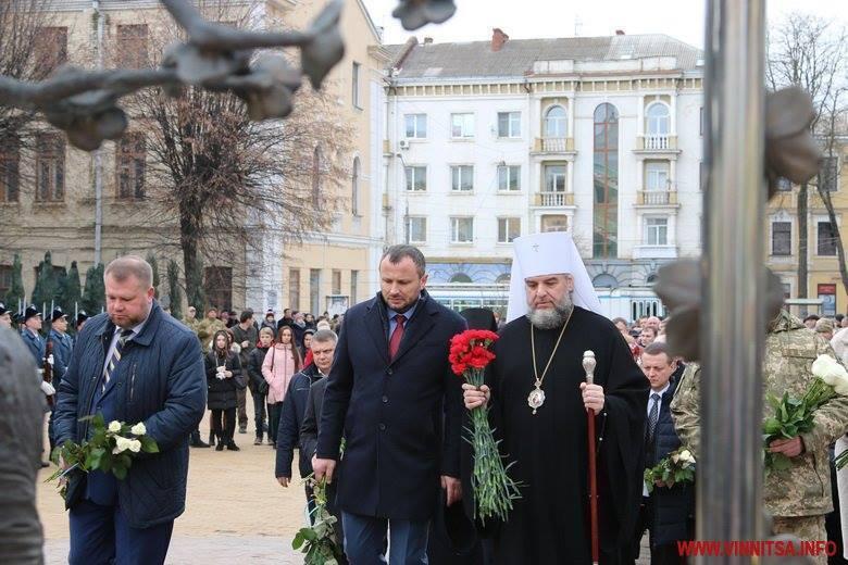 В Виннице в стиле СССР почти память героев Небесной сотни