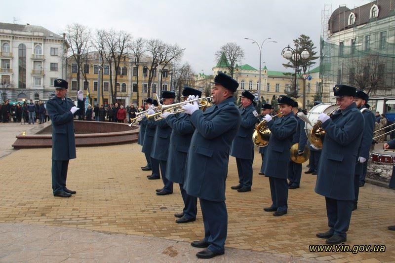 В Виннице в стиле СССР почтили память Героев Небесной Сотни