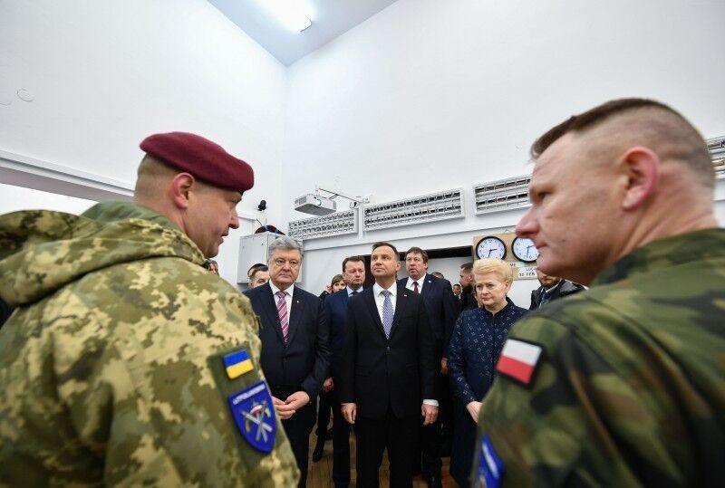 Порошенко показал ''первую ласточку'' на пути к НАТО