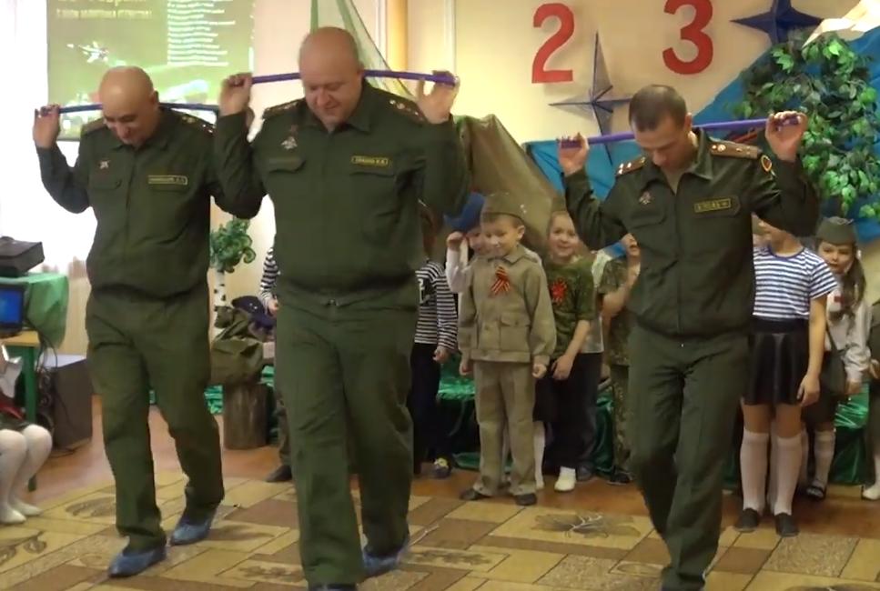 У ''ДНР'' дітям влаштували ранок у стилі терористів