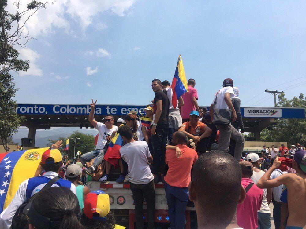 На границах Венесуэлы произошли столкновения: много раненых и убитых