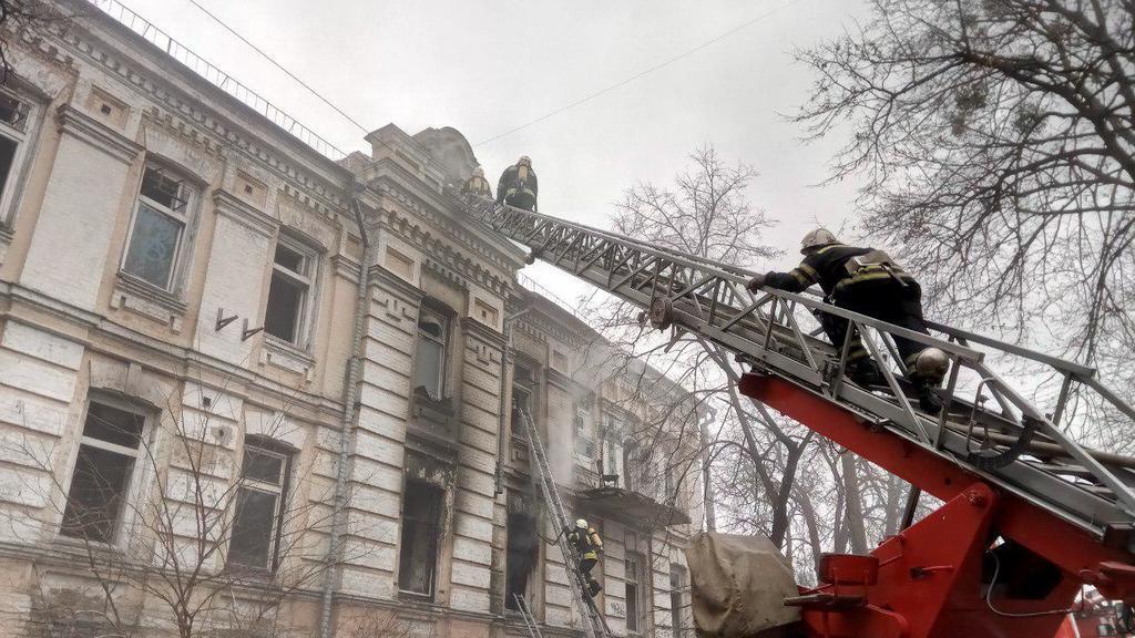 В Киеве вспыхнуло историческое здание
