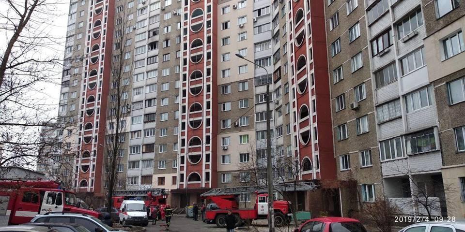 У Києві виникла пожежа у багатоповерхівці
