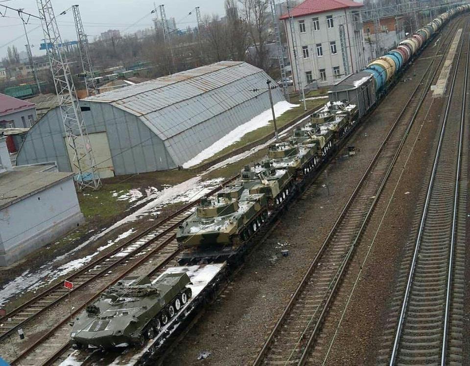 РФ стягивает технику к границам Украины: фото