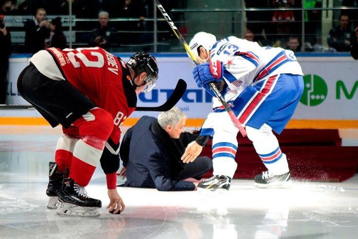 Падіння Моуріньо на матчі КХЛ