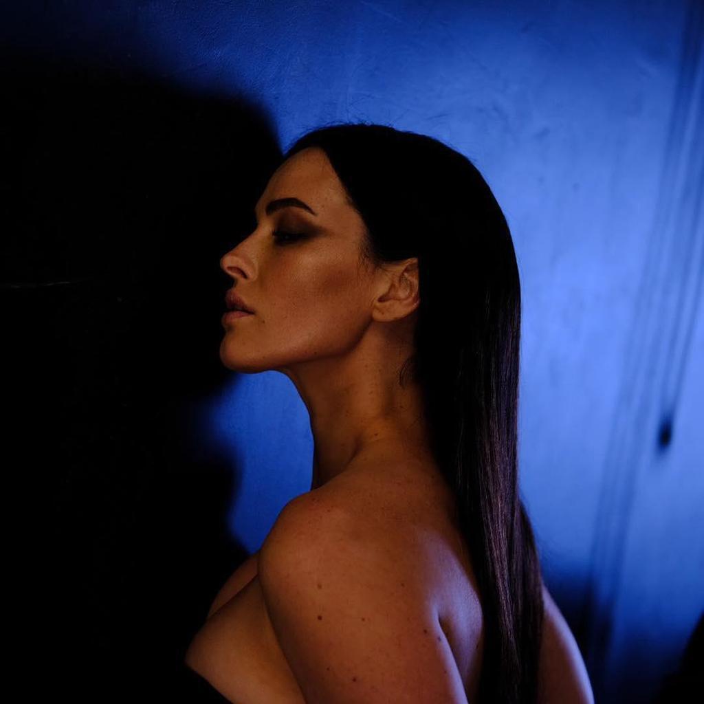 Астафьева возбудила фанов эротическими фото