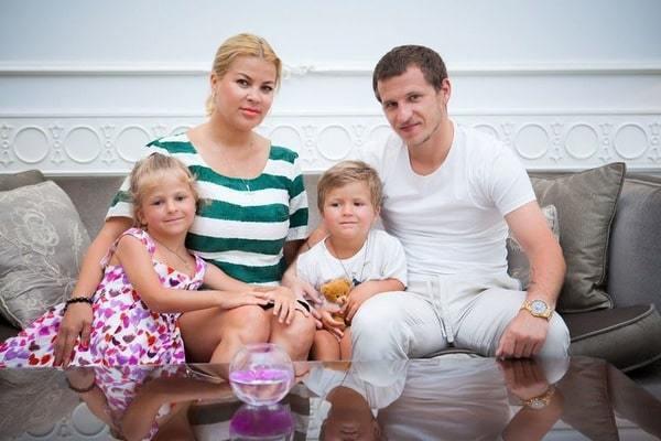 Тетяна й Олександр Алієви з дітьми