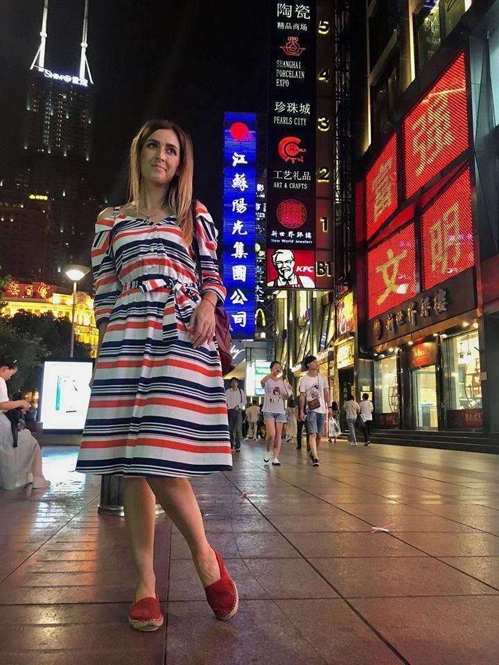 Странности китайцев: дети на поводках, таксисты за решеткой и милостыня по QR-коду