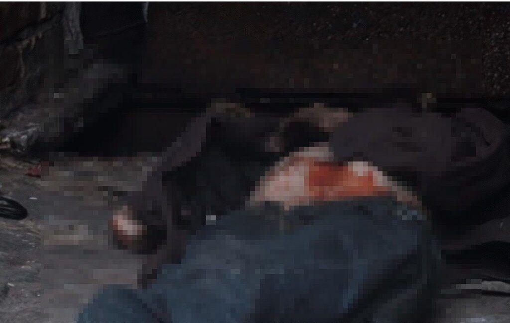 В центре Киева обнаружили изможденный труп мужчины: видео 18+
