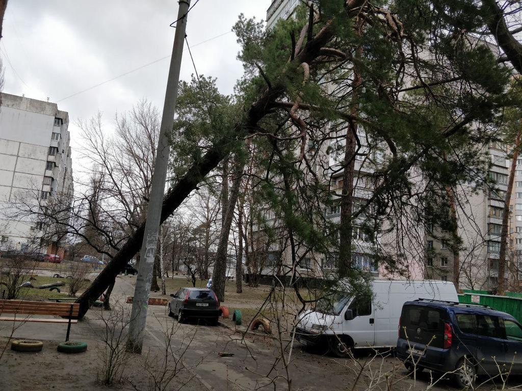 Вул. Бориспільска, 28