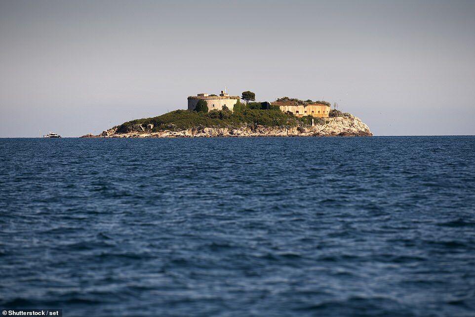 На популярном курорте в Черногории откроют роскошный отель на сотнях трупов
