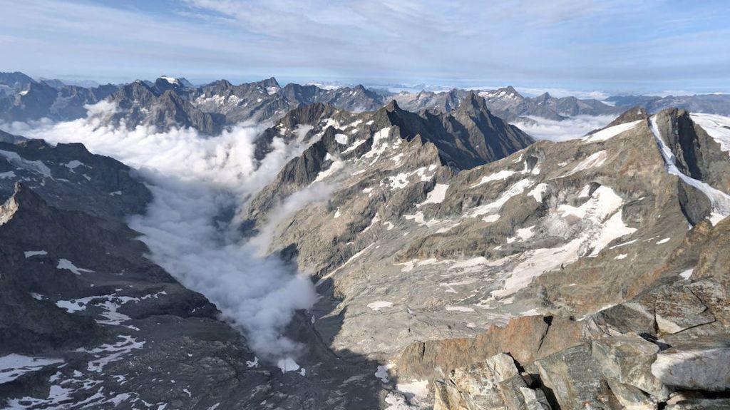 В Альпах произошла трагедия с туристом: что с ним