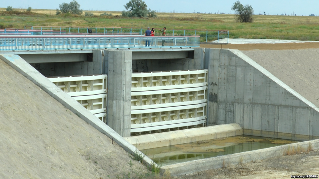 Дамба на Північно-Кримському каналі перекрила поставки води до Криму з Дніпра