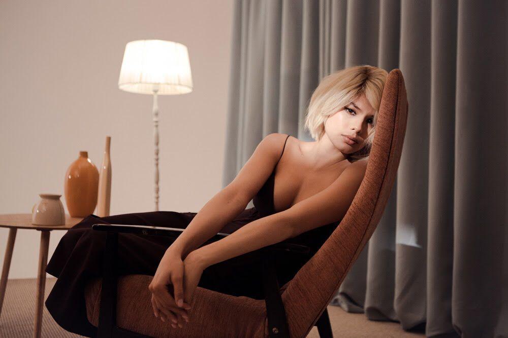 Мішель Андраде вразила кардинальною зміною іміджу в новому відео