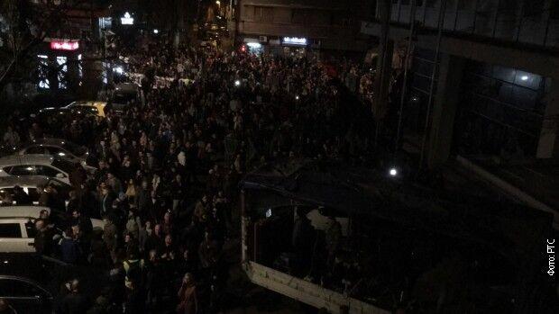 У хід пішли бензопили: в Сербії спалахнули масові протести проти друга Путіна