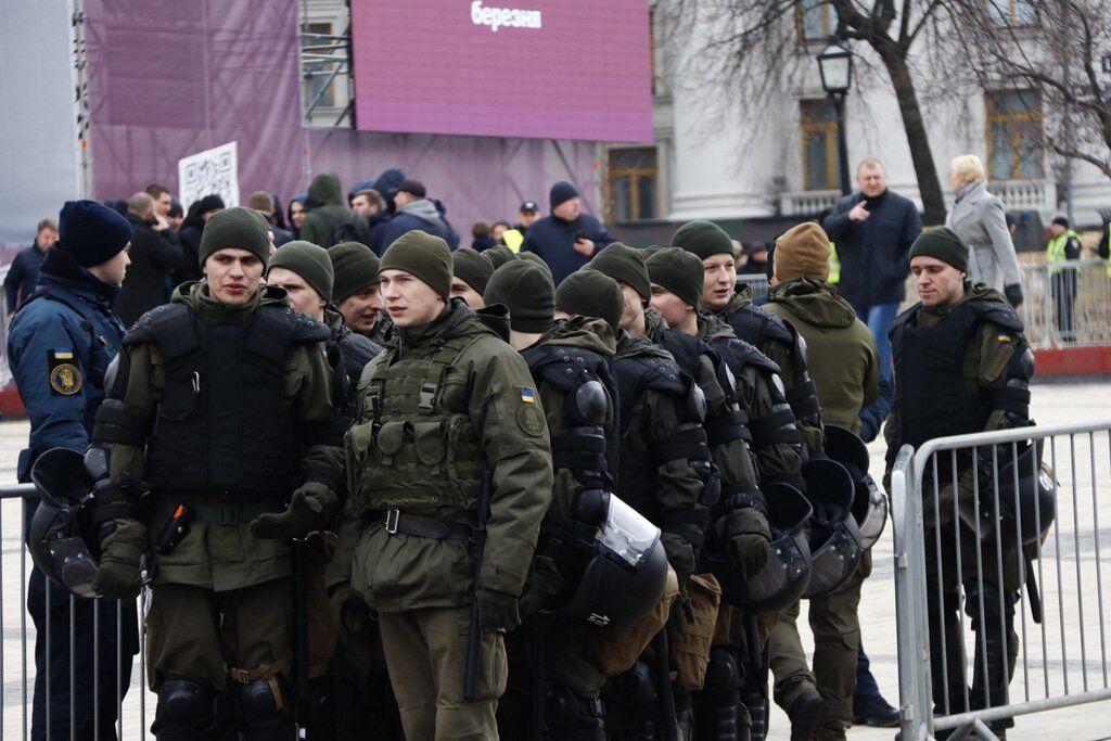 У центр Києва знову стягнули поліцію: що відбувається