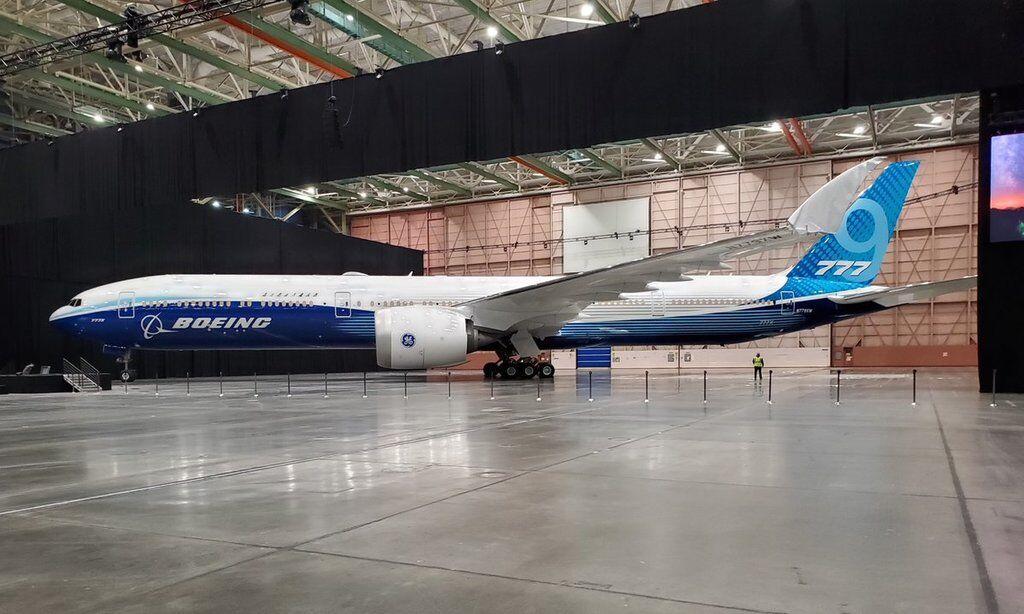 Самый длинный в мире: Boeing представил новый самолет