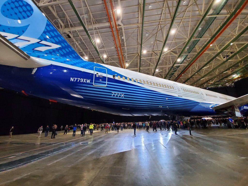 Найдовший у світі: Boeing представив новий літак