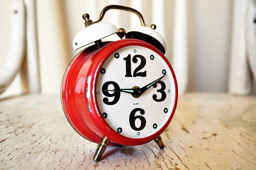 Когда переводят часы в Украине: названа дата