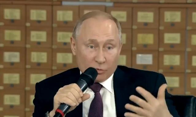 Путін раптово заговорив українською в Криму