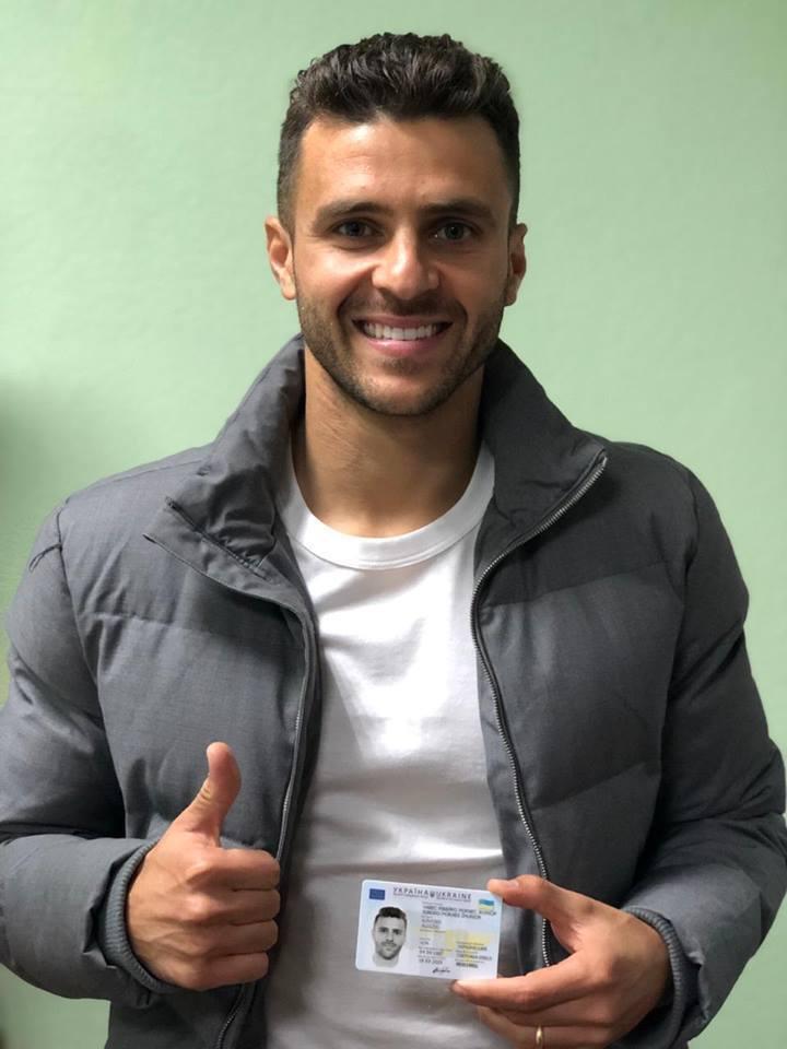 Жуніор Мораес з паспортом України
