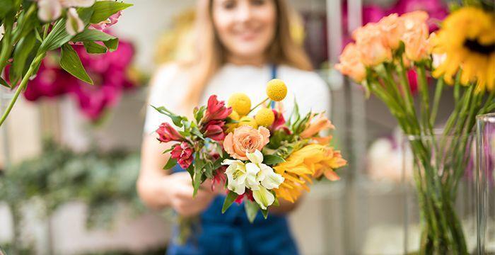 Какие цветы дарить современным девушкам?