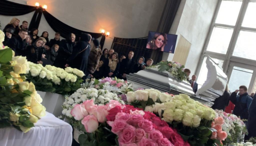 Гроб с телом Юлии