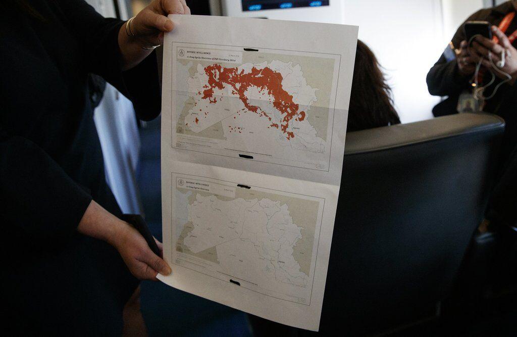 Карта в руках Сари Сандерс