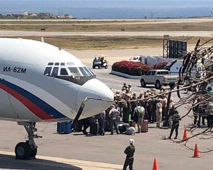 Путін, введи війська? У Венесуелу прибула армія Кремля