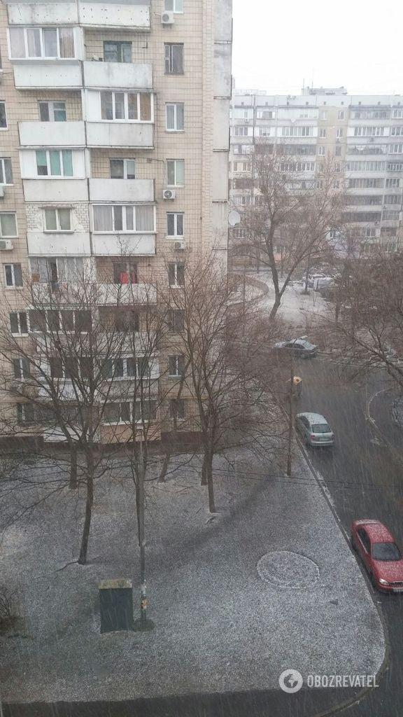В Киеве внезапно пошел снег: фото